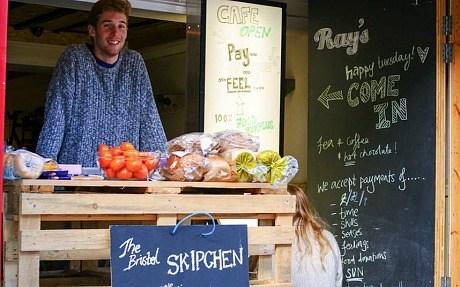 """""""垃圾桶厨房""""于本月在英国布里斯托尔开张,在当地已颇受欢迎."""