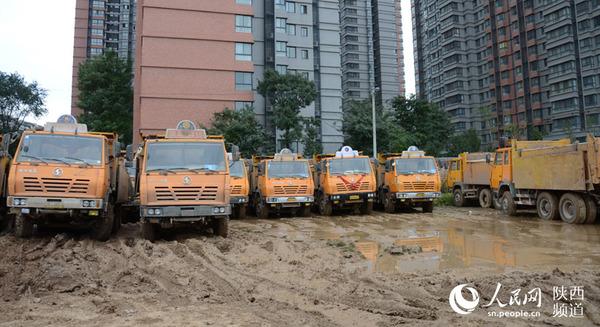 西安警方查获的非法营运渣土车。高岗/摄