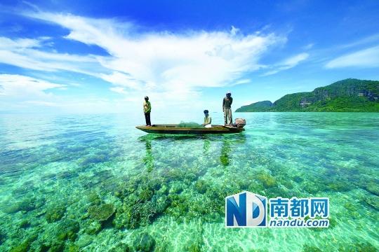 在马来西亚仙本那,看到如此清澈的海.图片