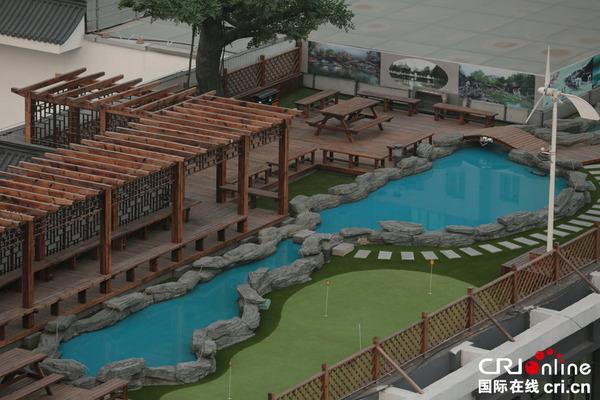 北京八一中学屋顶建环保花园 小桥流水亭台楼阁一应俱全 高清组图