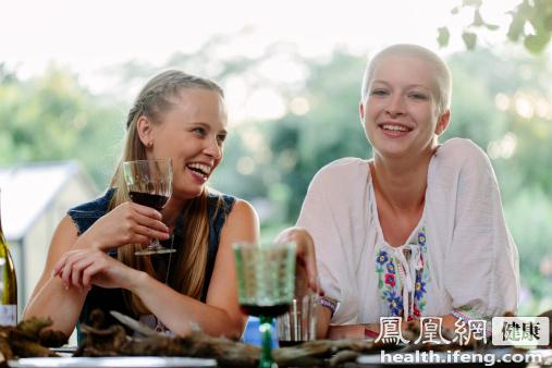 吃饭易被噎警惕食管癌 症状 嗳气_凤凰健康