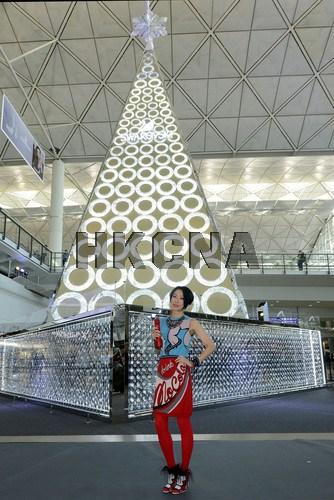 巨型圣诞树博立多价格新款 功效香港机场迎客 由百万颗水晶打造(图