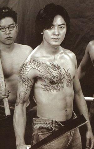 """最迷纹身""""过肩龙""""他的偶像是《古惑仔》里的""""陈浩南""""图片"""