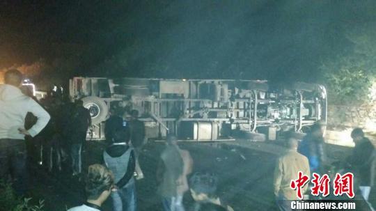 G75兰海高速贵州段发生一起车祸(图)