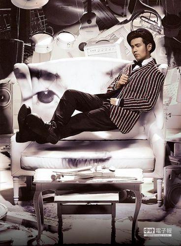 周杰伦为了最新专辑《哎呦,不错哦》的封面花足心思.他打造场景图片