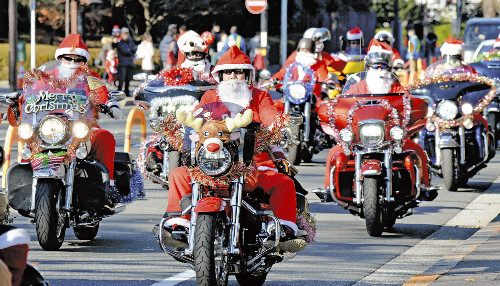 日本圣诞老人骑车游行 呼吁保护儿童权益(图)