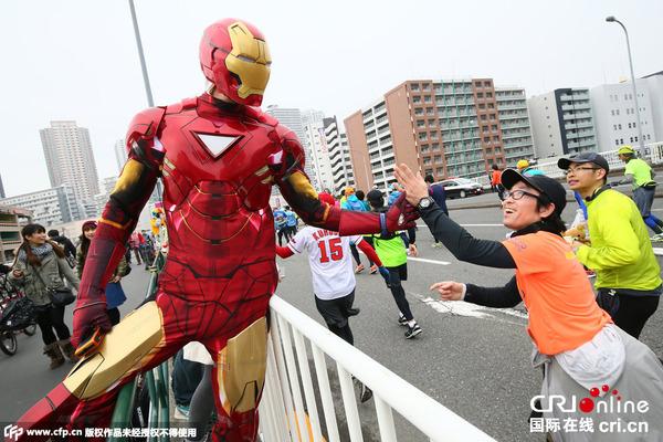 当地时间2015年2月22日,日本东京,第9届东京马拉松赛举行,约3.6