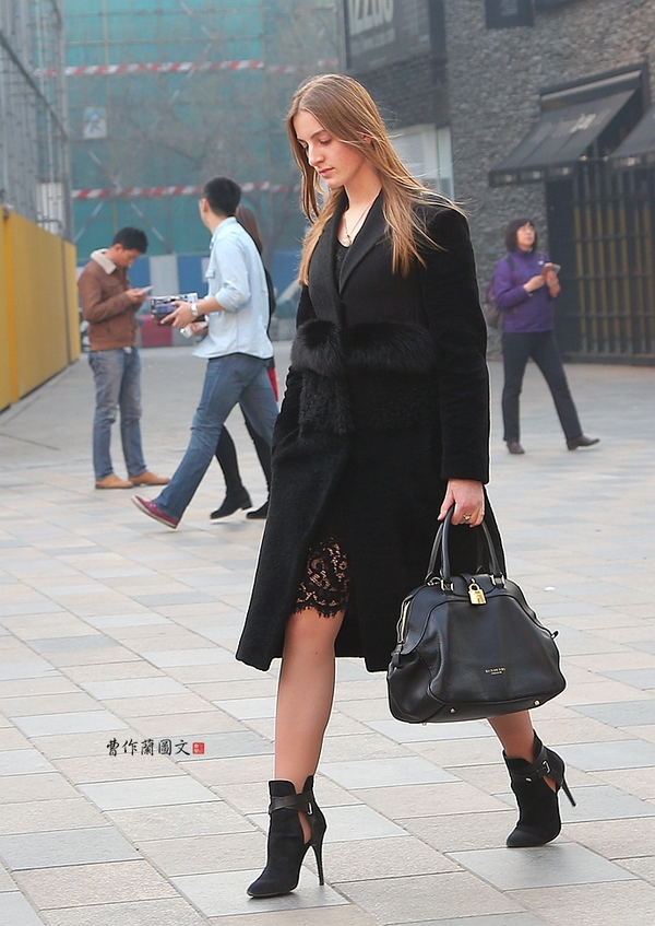 街拍:面庞秀丽 身材撩人的美女们 曹作兰的博客