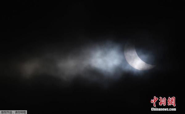 太阳和月亮同时出现