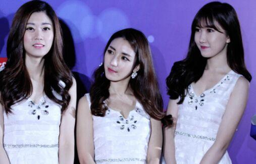 三位可爱的韩国女孩将担当现场r