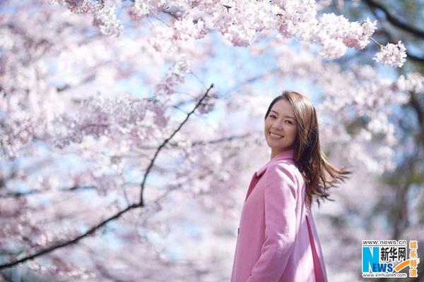 章子怡东京粉色心情日记 看秀赏樱花两不误