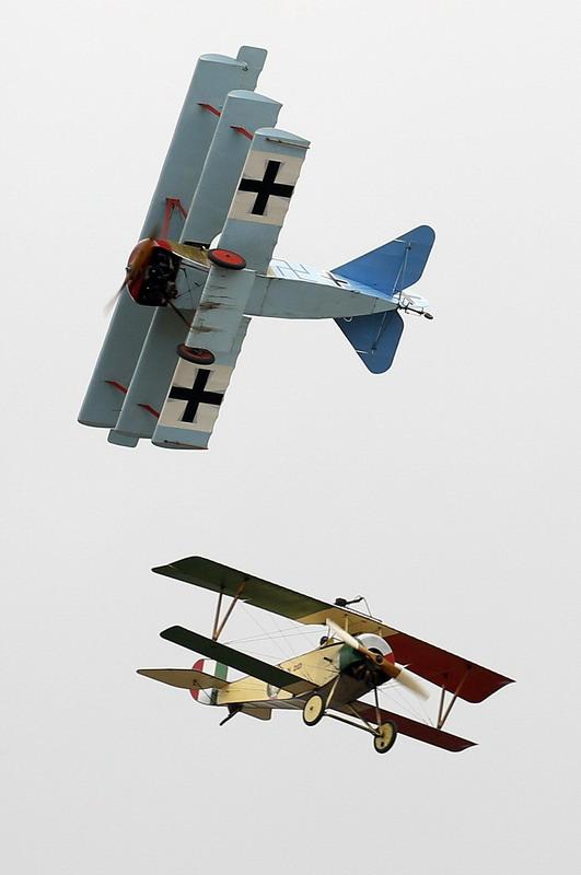新西兰航空展老式战机意外坠毁(组图)|航空展|飞机
