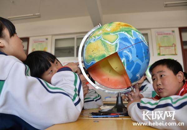 观察地球内部结构. 陈卫红摄
