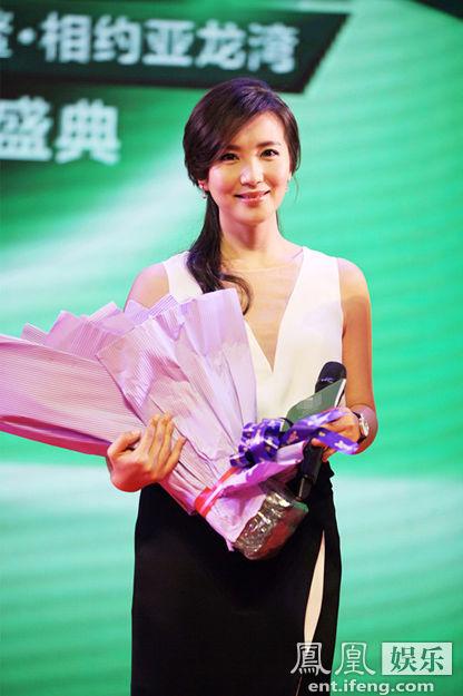 4月22日,女星陈好亮相海口博鳌论坛会址,为其代言的某产品发布