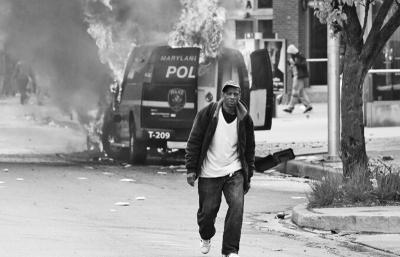 美巴尔的摩市骚乱恶化实施宵禁