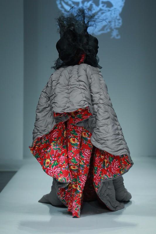 你造吗 张馨予花棉袄的设计师是内蒙古后生