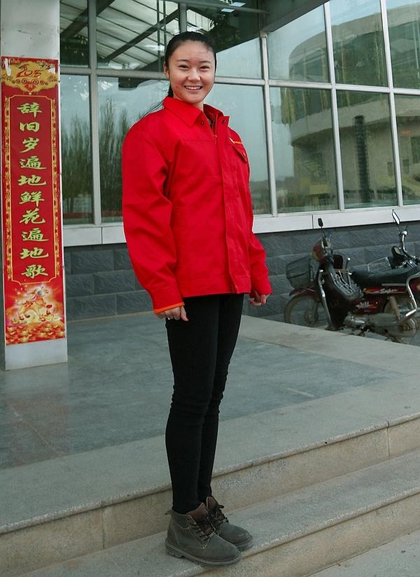 实拍:在青藏高原拍摄中石油美女工人