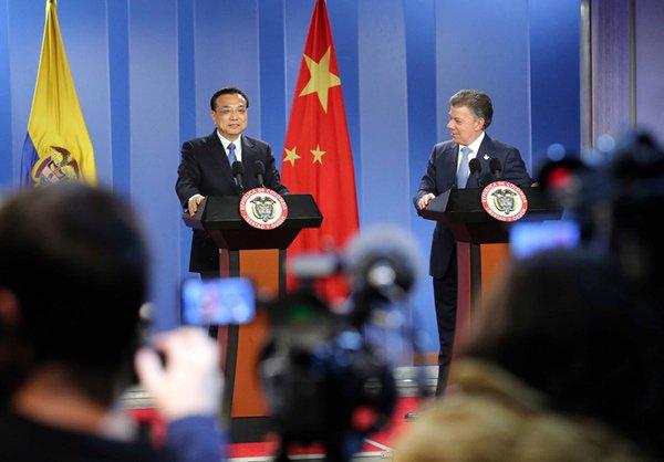 李克强与桑托斯共同会见记者。据中国政府网