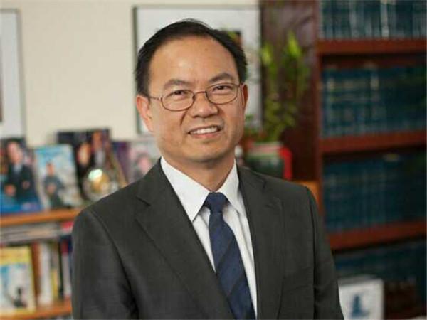 图为律师邓洪