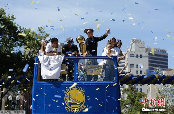 美国NBA金州勇士队举行夺冠游行庆典 加利福尼亚州 赛季 凤凰财经