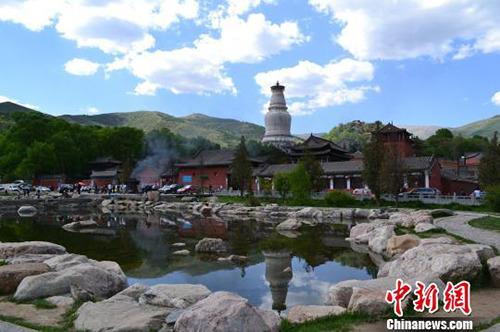 资料图:山西佛教圣地五台山全景。 白永兴摄