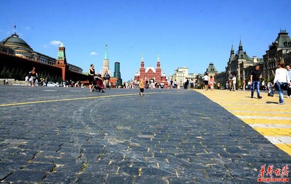 一行来到红场,感受俄罗斯的民族历史与往昔的辉煌._ 红场是俄罗斯