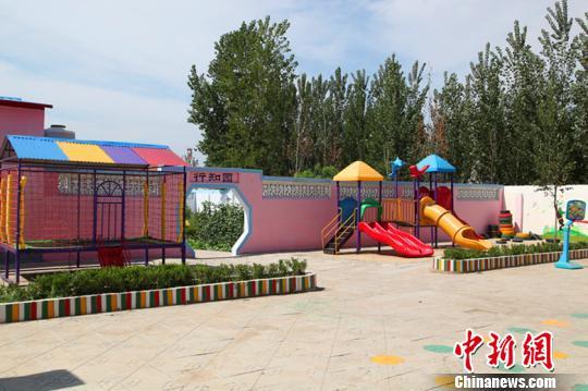 """""""最美乡村教师""""胡清汝圆梦(图)   幼儿园内养殖了动物,让孩子们去了解"""