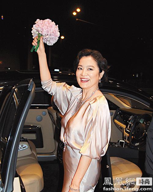 【图】61岁林青霞貌美似30 女神抗老靠防晒