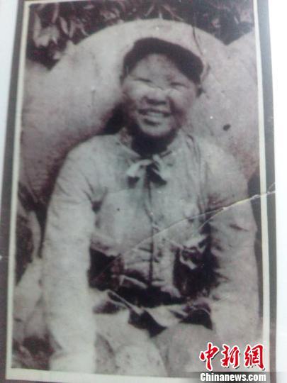 李林在部队时的照片。 林丽君 摄