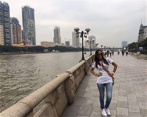 (洛佩斯的脸谱封面照片,2014年底摄于中国。那是她第一次来中国。)