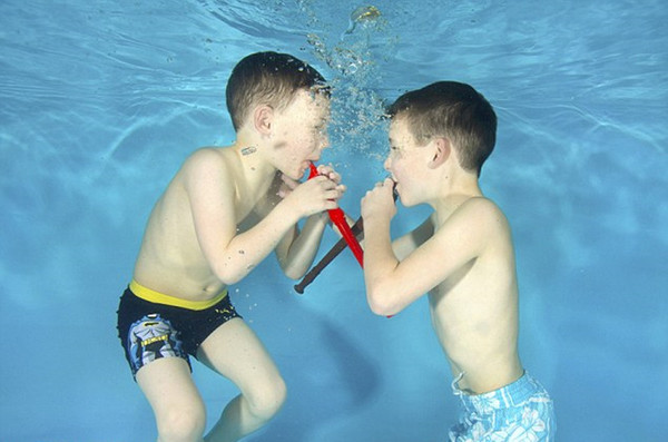 英国摄影师拍摄水下萌宝 造型超可爱(高清组图)