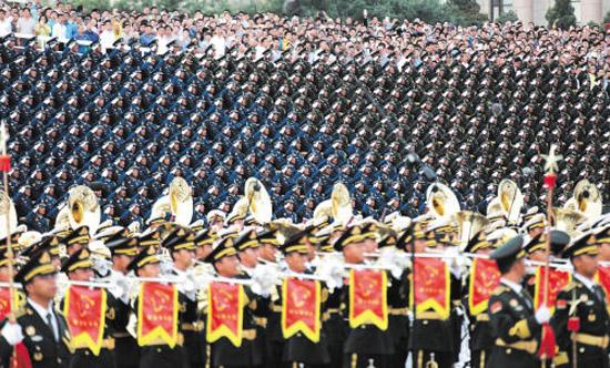 解放军联合军乐团和合唱团训练场景