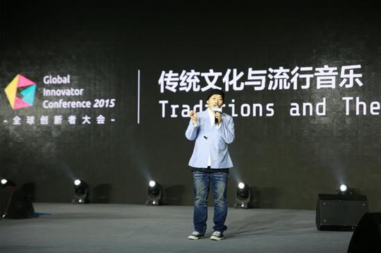 方文山出席颁奖礼人气爆棚 大力推广汉服文化