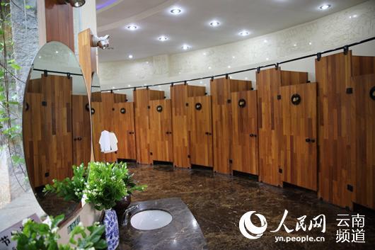 石林风景区内的公共厕所。人民网 薛丹 摄