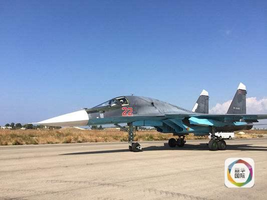 一架苏-30战机正要从叙利亚Hmeimim空军基地起飞