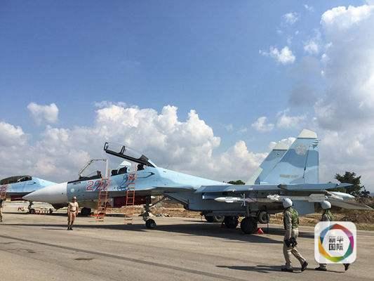 执行轰炸任务的俄罗斯飞行员正准备登上苏-30战机