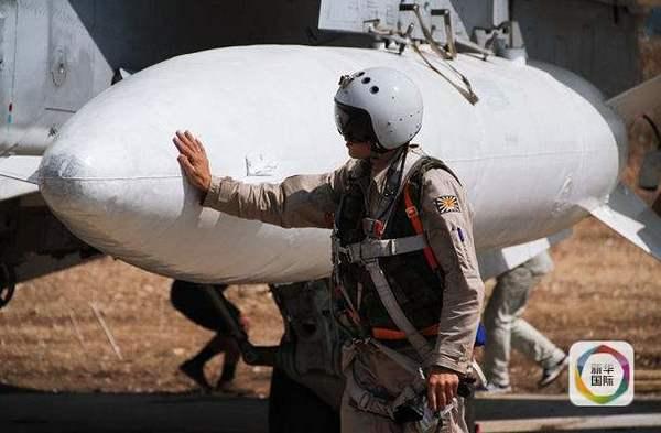 """一个俄罗斯空军士兵和他的""""爱机"""""""