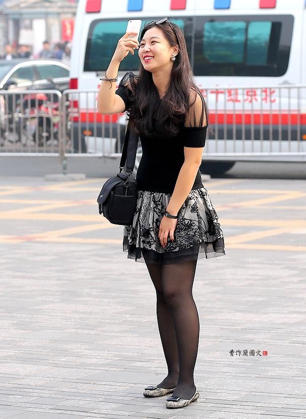 街拍 性感爆棚的黑丝皮裤美女图片