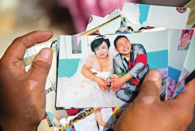 女子骗婚时的结婚照 新文化记者 蒋盛松 摄