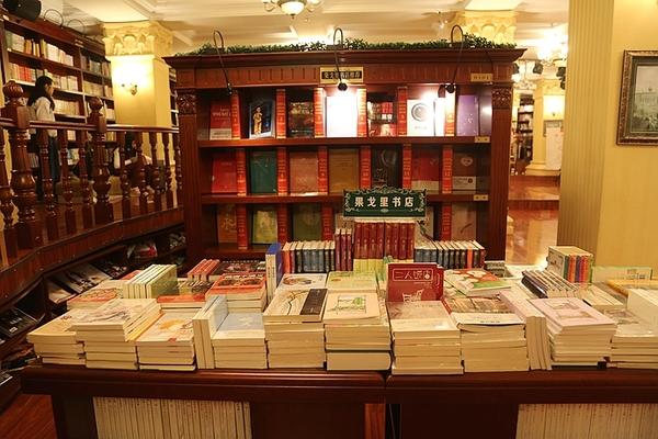 """读者生活及阅读习惯将其设计风格定位为""""纯欧式书店"""""""