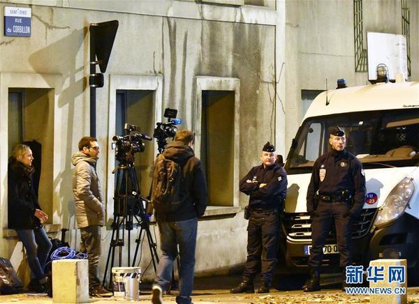 者会上宣布,当天法国特种部队在巴黎郊区圣但尼市反恐突袭行动中抓获8