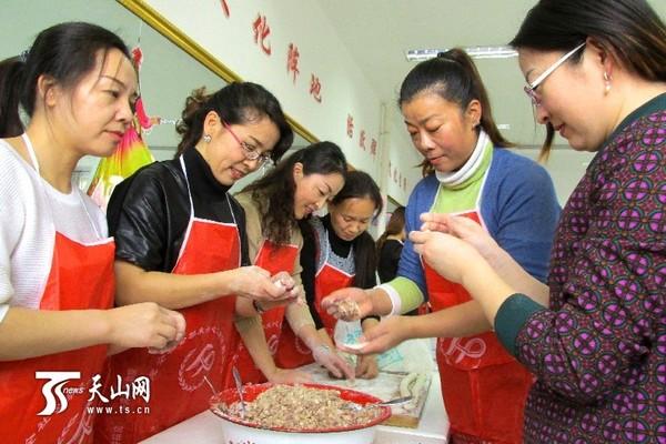 幼儿园冬至包饺子的标题图片