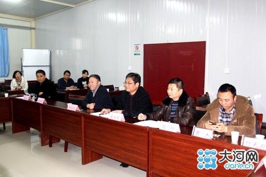 庆军(右三)等医院有关领导参加座谈会-漯河市二院召开新闻媒体座