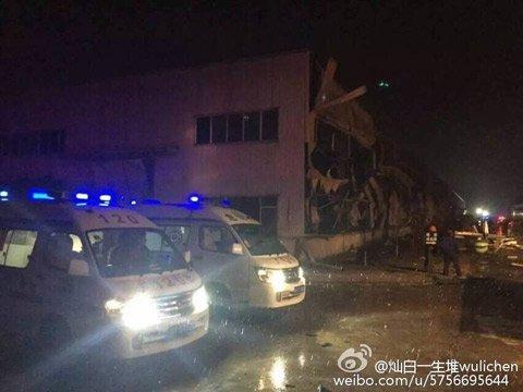 事发地附近厂房严重受损。图片来自网络