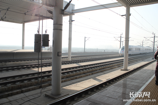 火车站站台.长城网 杨雅荃 摄-1月28日北京铁路局加开42列旅客列车