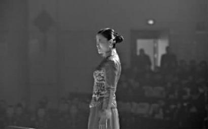 吉林省女子监狱办春晚服刑人员diy服装秀|走秀|民警