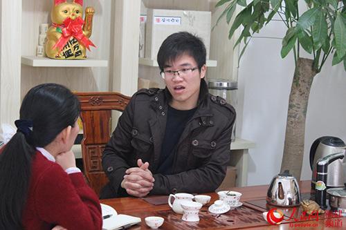 土生土长的福建宁德赤溪村人杜赢,2013年大学毕业时,放弃在城市工作,回到家乡创业。
