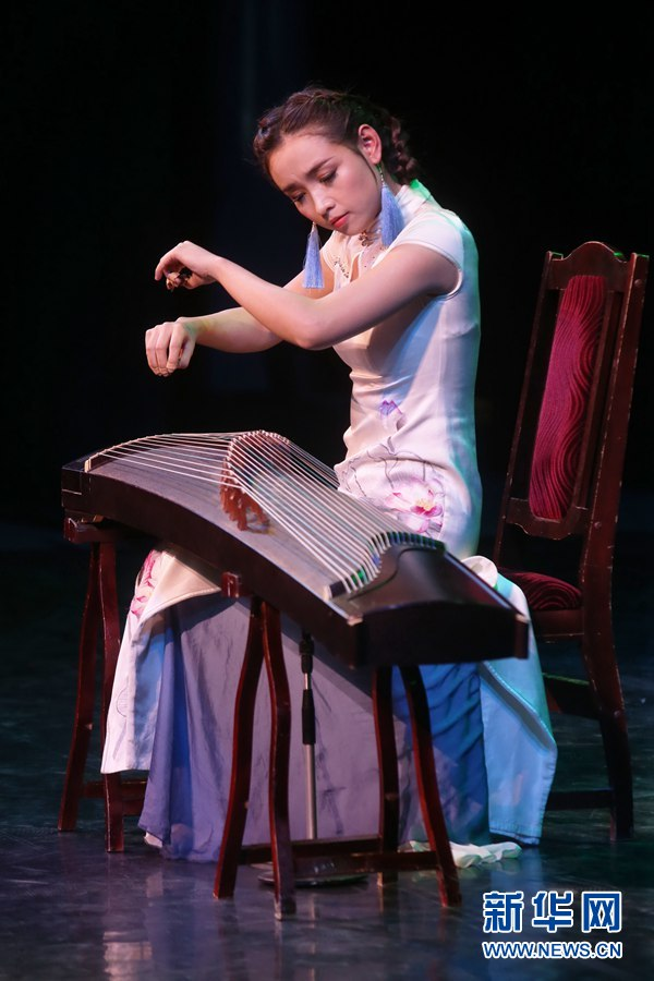 郑州歌舞剧院的古筝演奏《高山流水》《浏阳河》.