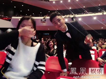 [明星爆料]陈坤《火锅英雄》辣嗨香港电影节 影迷合影激动飙泪