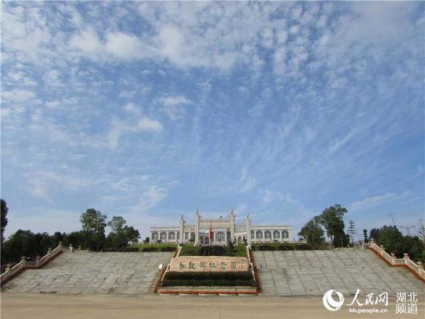 武汉九龙宫陵园推行节地生态安葬图片